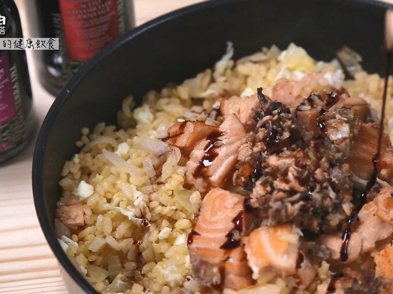 鮭魚黃金炒飯佐巴薩米克醋