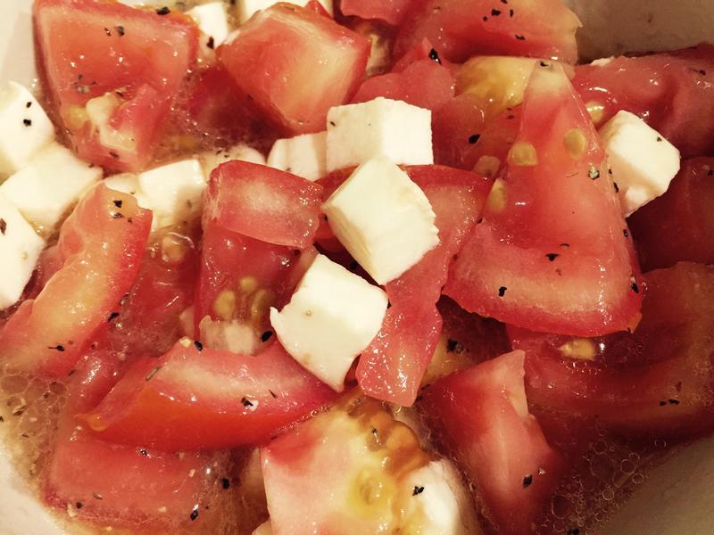 生酮小菜:起司番茄沙拉