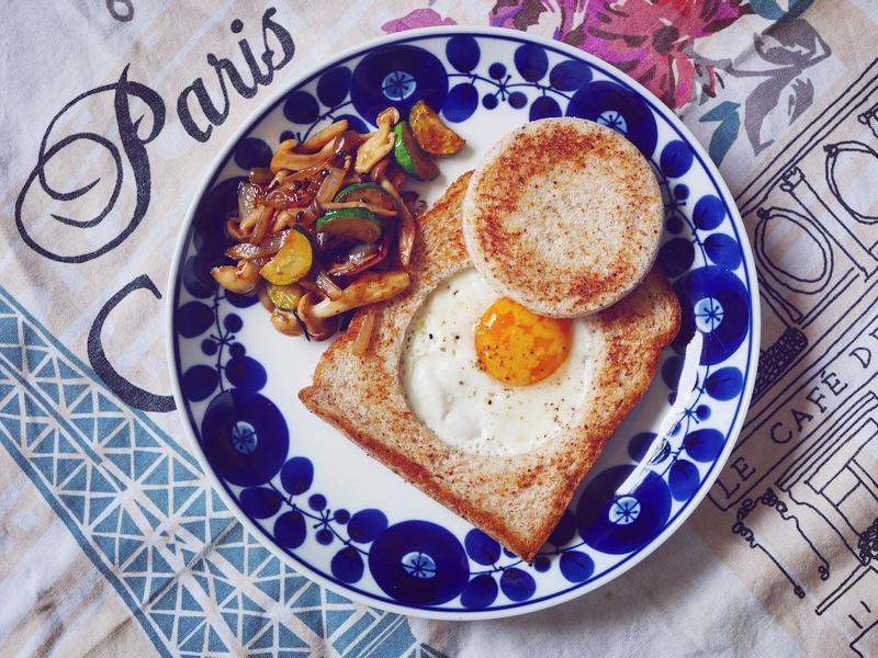 [早餐]監獄蛋土司?還是挖洞蛋土司?