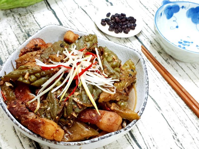 豆豉丁香魚滷苦瓜