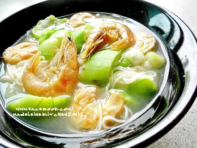 蝦乾絲瓜煨麵