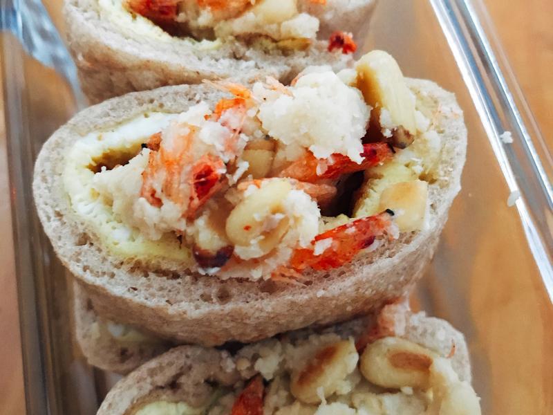 低卡食譜 − 櫻花蝦松子仁蛋餅配鷹咀豆泥