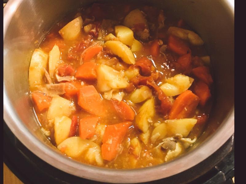 《萬用鍋》無水蕃茄咖哩