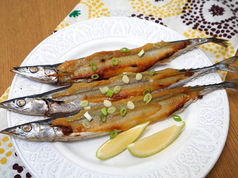 日式味噌烤秋刀魚。夏天吃好開胃!