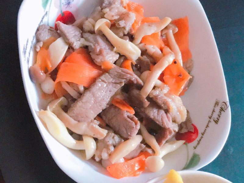 鹹豬肉炒菇(去味紅蘿蔔。便當菜)