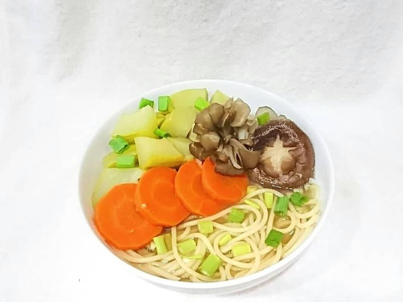 🍎蘋果鮮蔬菇味噌湯。清爽鮮甜,夏季必備