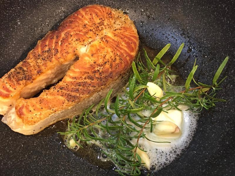 奶油潤煮鮭魚排