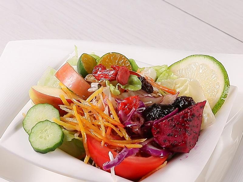 無負擔輕食。烏梅果菜沙拉