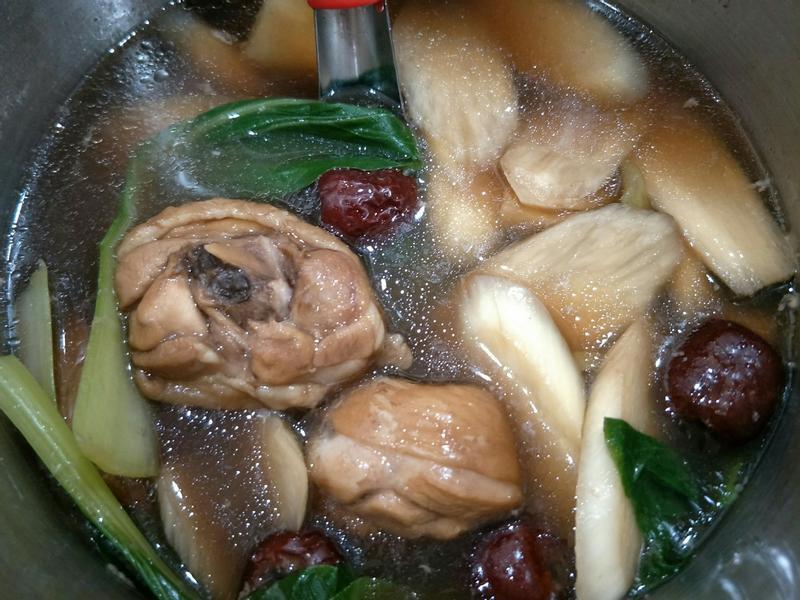何首烏鮮蔬筊白筍藥膳雞湯-快煮鍋版