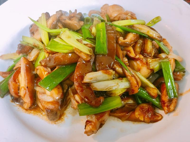 餐桌上的人妻料理*蠔油香菇炒雞腿肉
