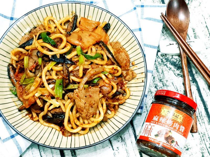 泡菜豬肉炒烏龍麵