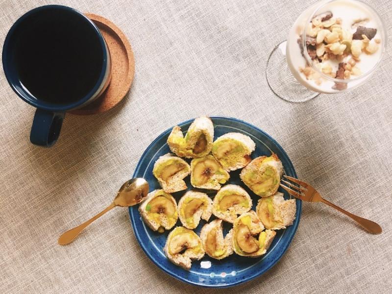 酪梨醬佐蜂蜜香蕉吐司捲