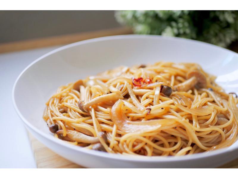 奶油醬油炒蕈菇義大利麵,秋天的味覺饗宴!