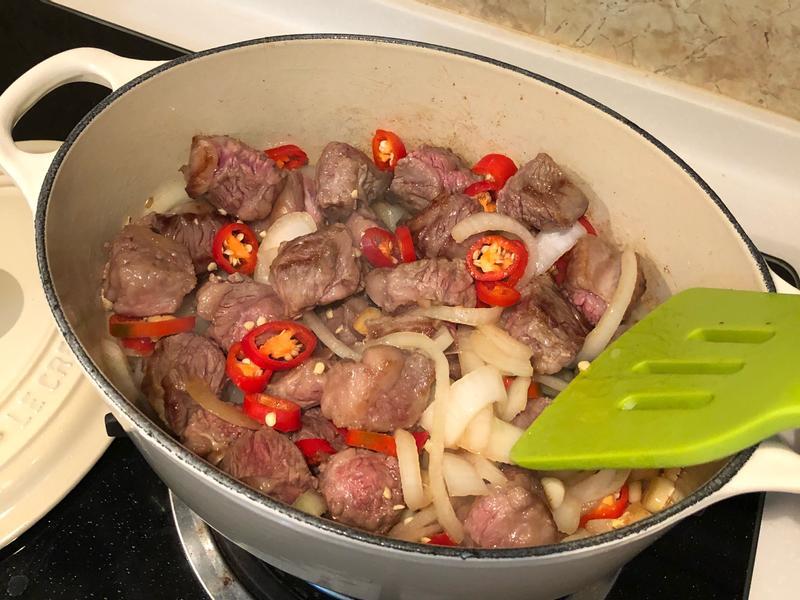 /波波好料理/ 鑄鐵鍋之紅酒燉牛肉哞🍷
