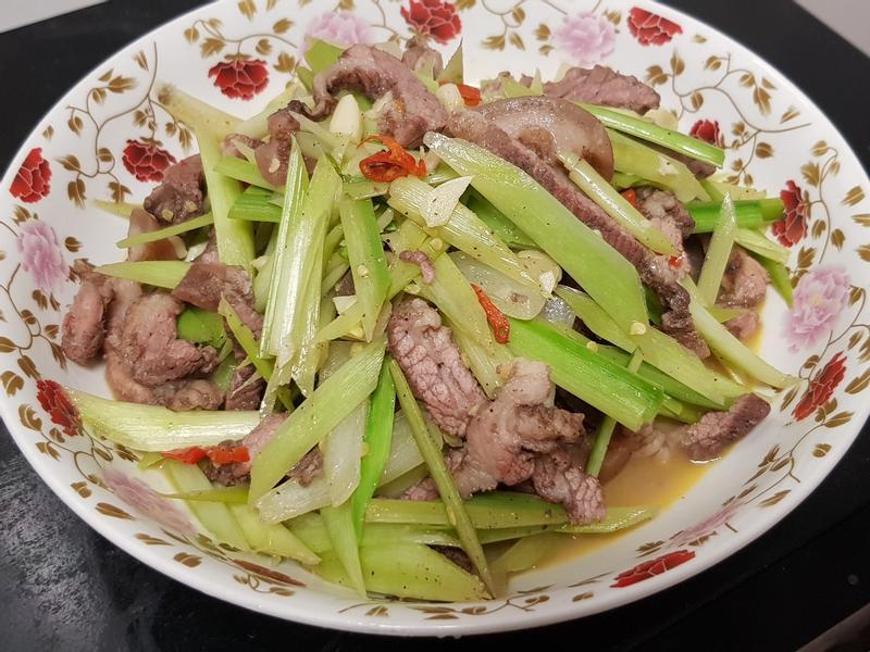 碧玉筍炒鹹豬肉