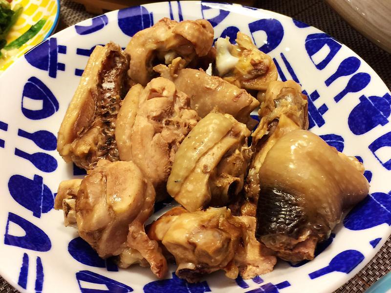 白斬土雞腿 佐鹹香蔥蒜