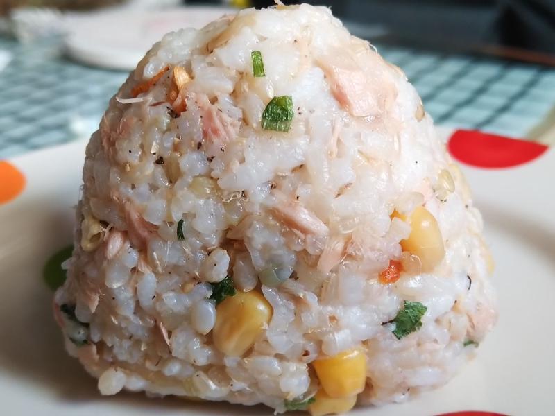 鮪魚玉米糙米飯糰