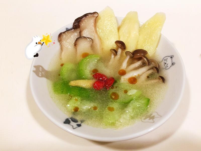 健康快速吃素的「絲瓜燴菇菇」+麵