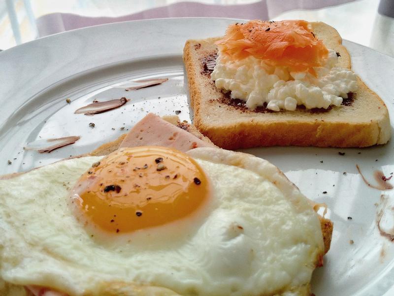 創意早餐-太陽蛋☀+燻鮭魚吐司🍞