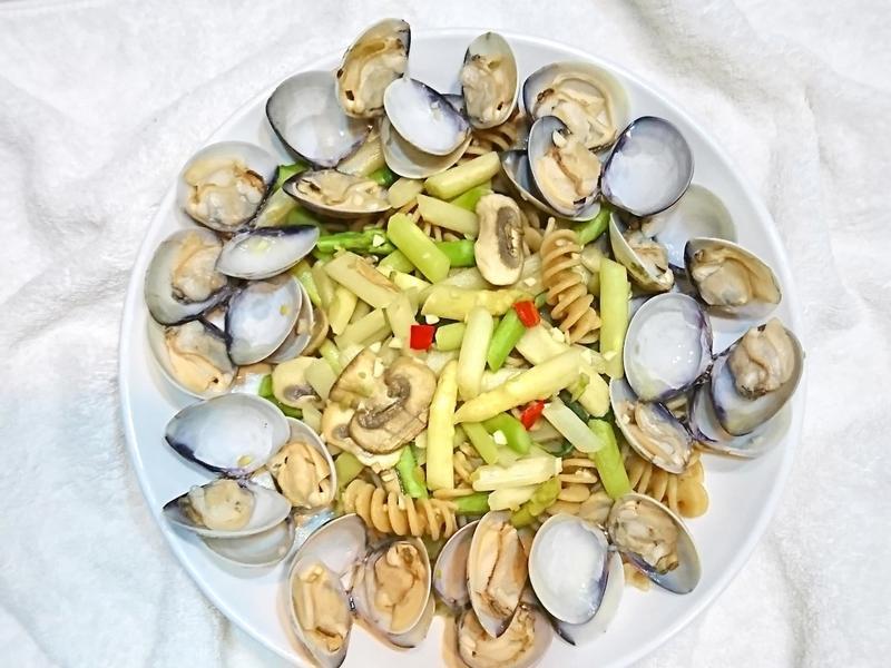 蒜辣白酒蛤蜊螺旋義大利麵