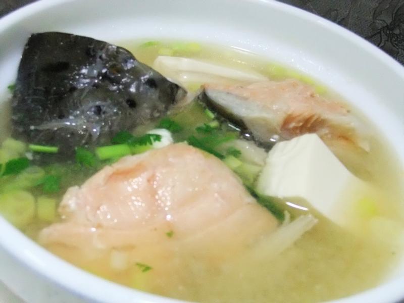 ღ小吟愛做菜ღ 鮭魚豆腐味噌湯