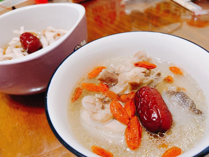 (與毛孩一起暖心)紅棗枸杞雞湯燉蔬菜