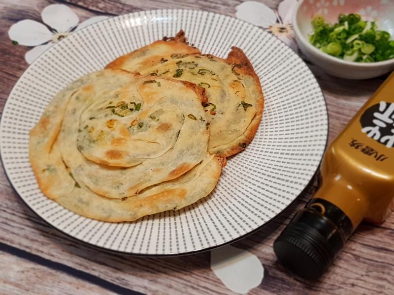 酥脆蒜味蔥油餅(水餃皮變身)