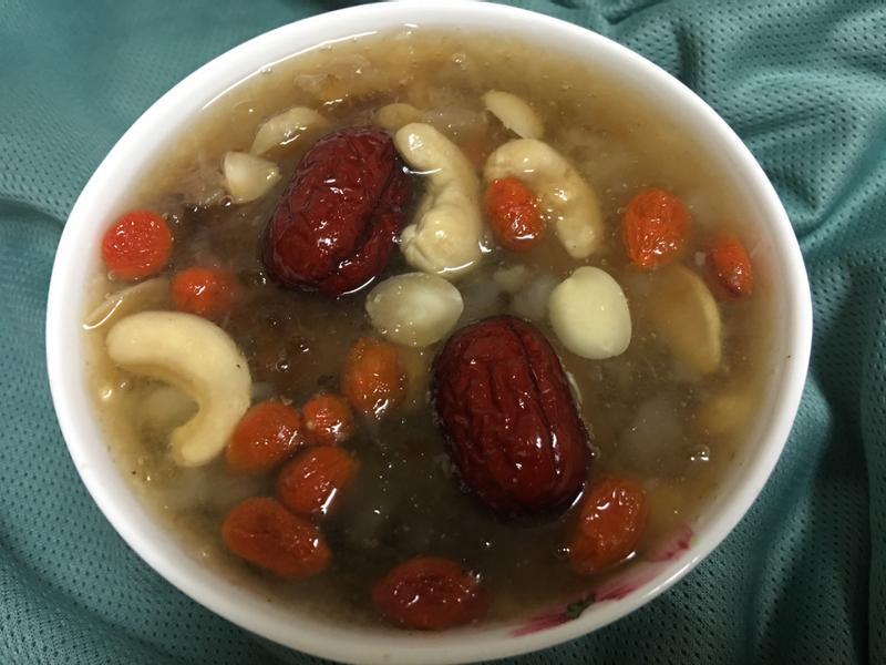 膠原蛋白甜湯(皂角米、桃膠、雪燕)~素食