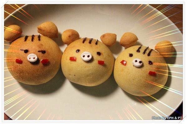 親子料理-小豬造型無花果核桃小餐包