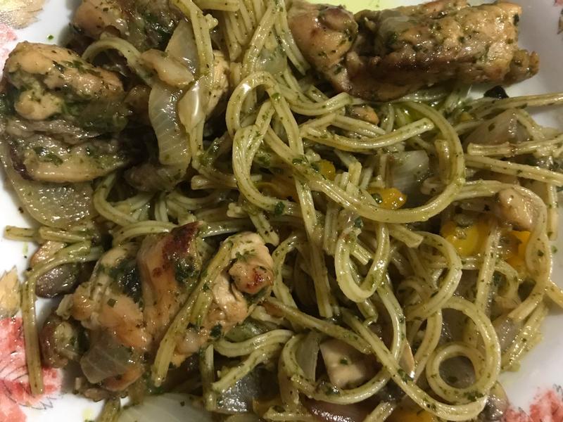 青醬雞肉義大利麵