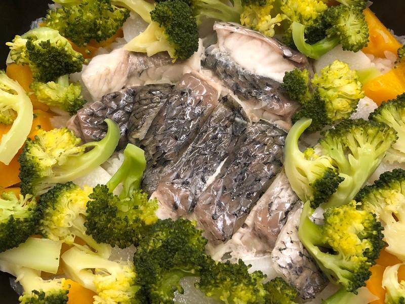鱸魚根菜燉飯