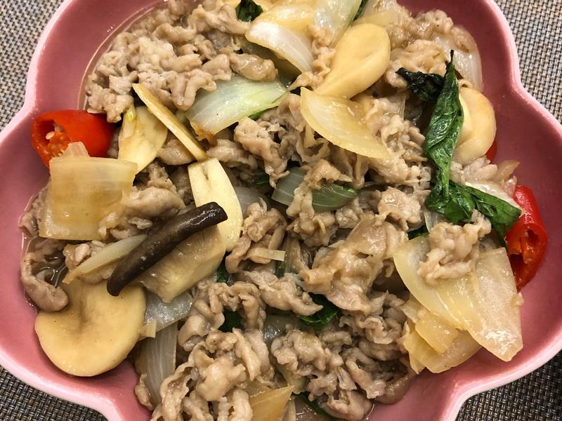 九層塔炒杏鮑菇豬肉片