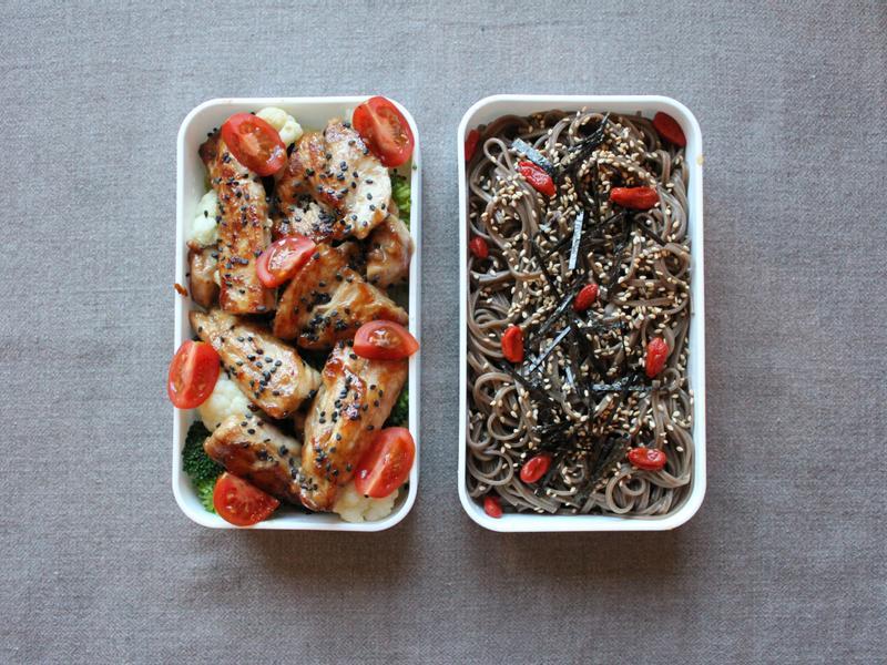 美味簡單又健康~蕎麥麵與嫩煎雞胸便當