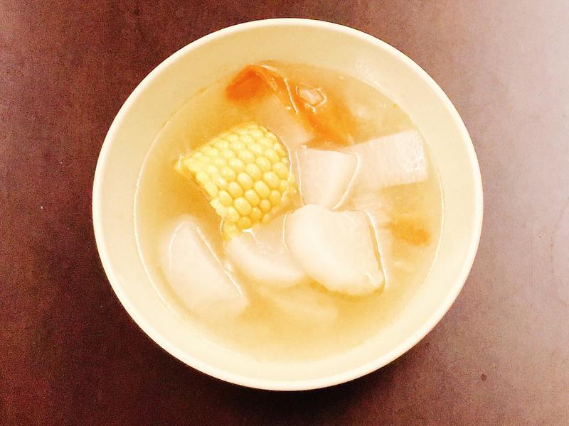 玉米蘿蔔番茄湯~超簡單清爽夏日電鍋湯品~