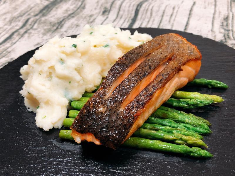 香煎鮭魚菲力配蘆筍&美味薯泥