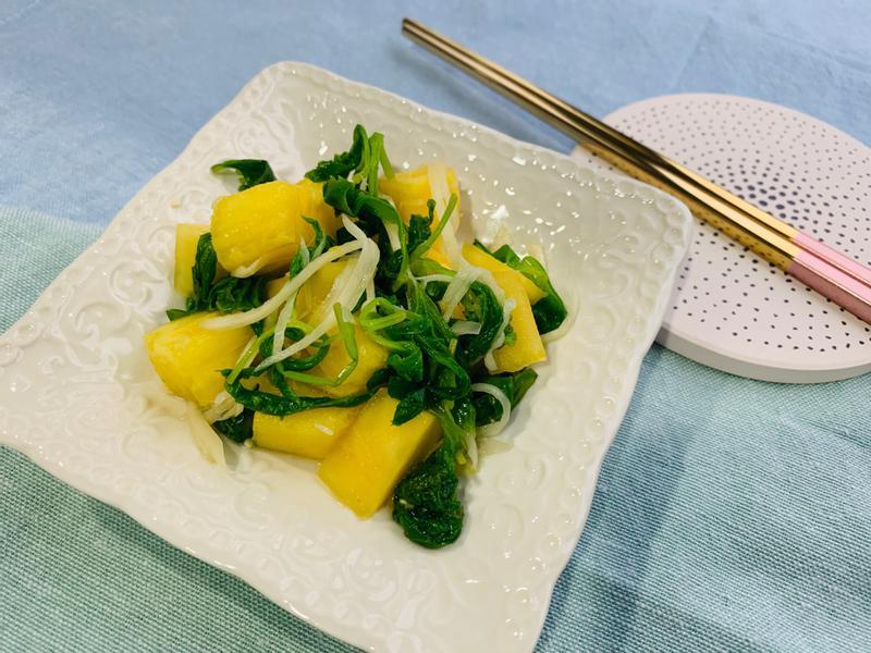 開胃小菜 * 涼拌鳳梨芹菜葉