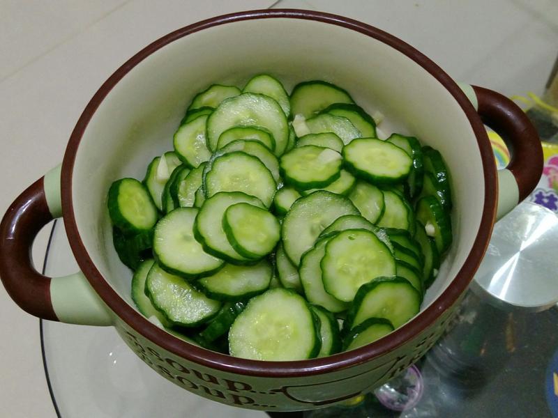 簡單涼拌小黃瓜