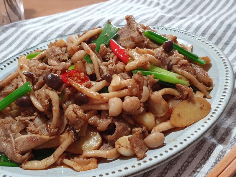 鴻禧菇麻辣牛肉片