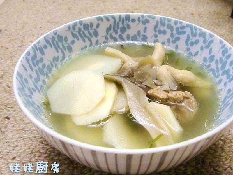 竹筍秀珍菇排骨湯