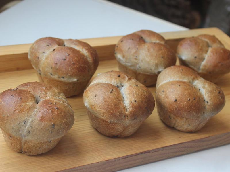 黑芝麻紅豆三葉草麵包