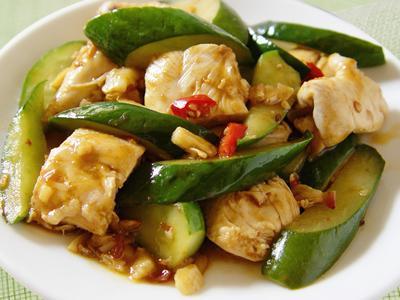 【厚生廚房】小黃瓜炒雞丁