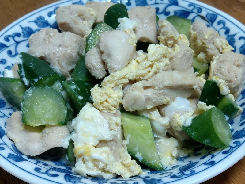 滑蛋炒雞肉之清脆小黃瓜