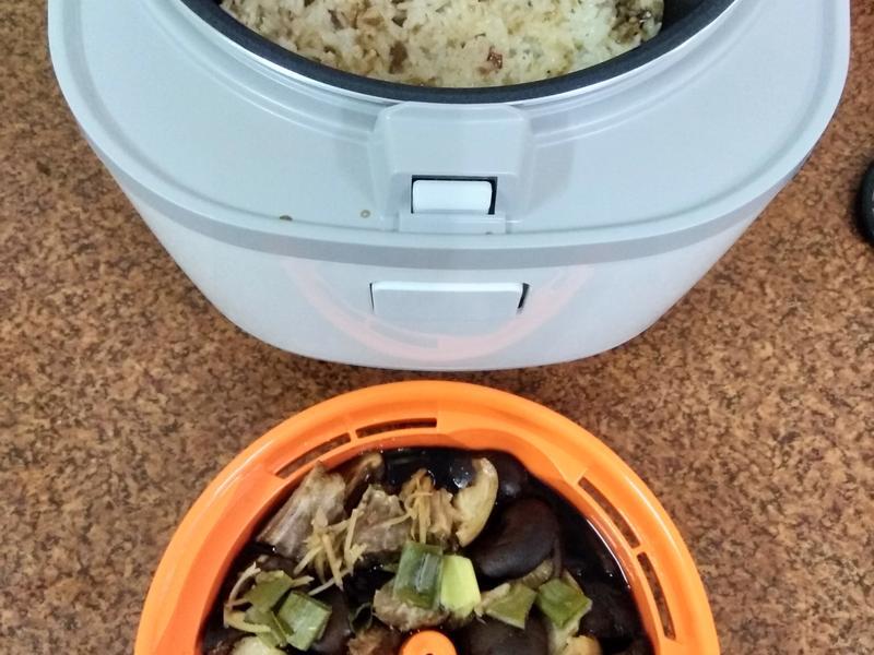 一鍋xo醬糯米飯和滷香菇豬腳