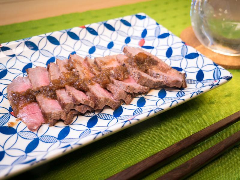 慢火烤牛肉佐洋蔥醬