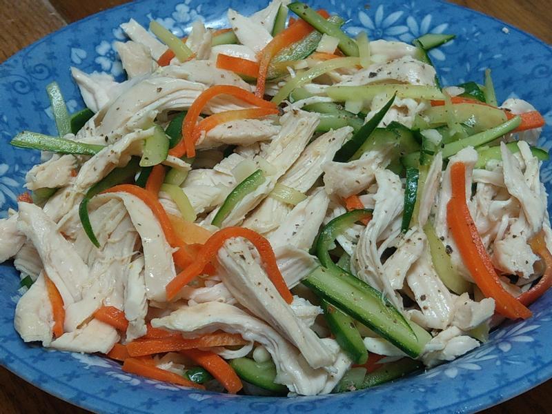 雞絲拌小黃瓜紅蘿蔔