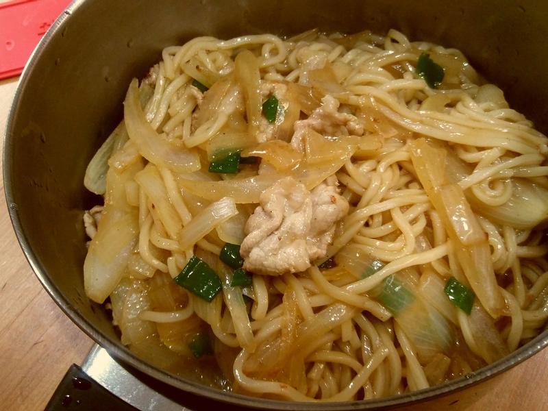 黑胡椒洋蔥豬肉炒麵-全聯 快煮5分鐘