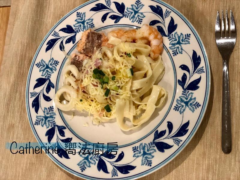 椰子油料理~白醬海鮮寬麵
