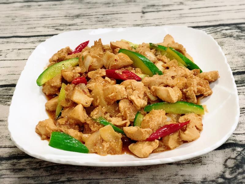 洋蔥炒雞丁燴小黃瓜(水波爐料理)