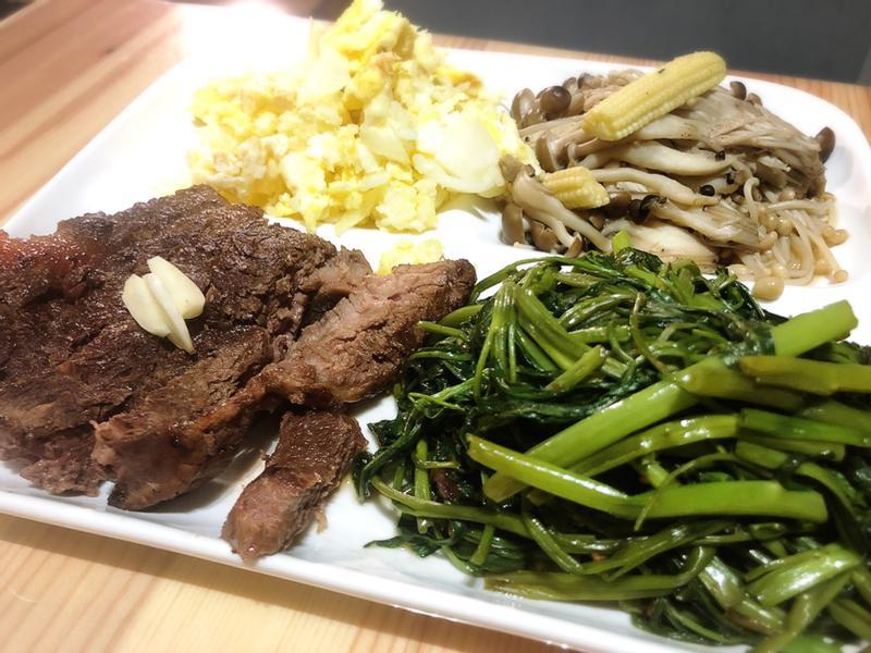 萬用鍋-牛排 蛋炒飯 炒空心菜時蔬