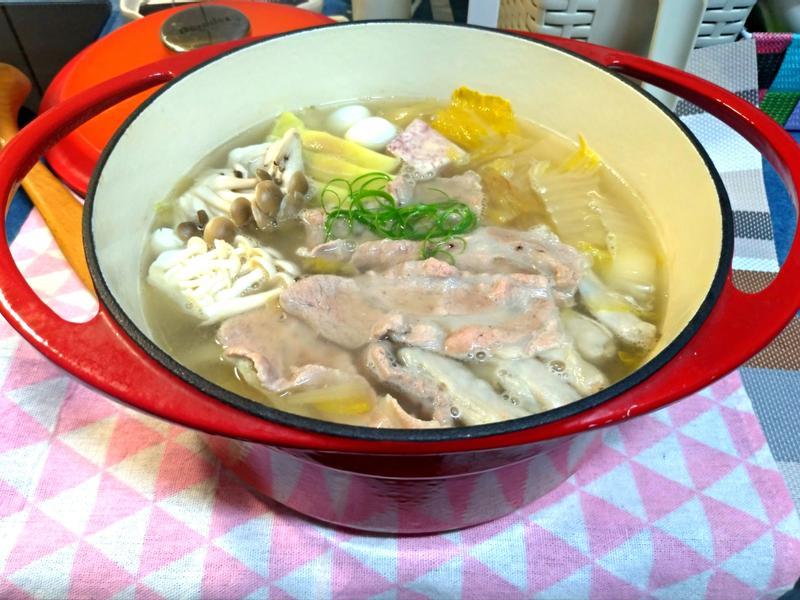 綜合酸菜白肉鍋